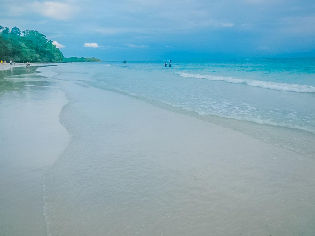 Pantai di Ambon Natsepa