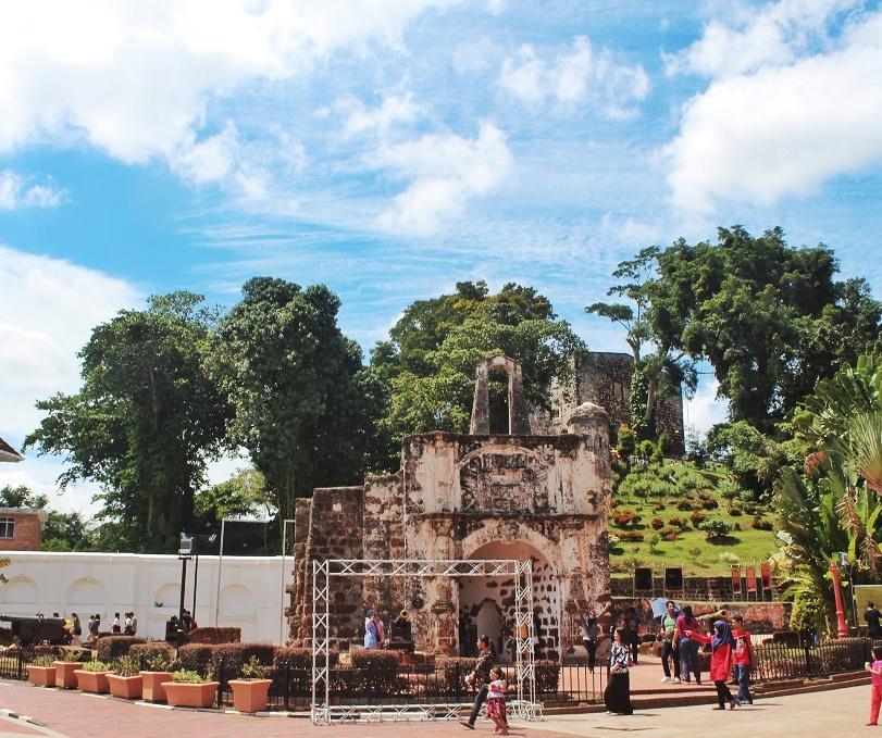 Pintu Porta de Santiago