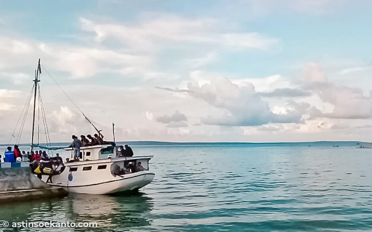 Kapal menuju Gili Genting
