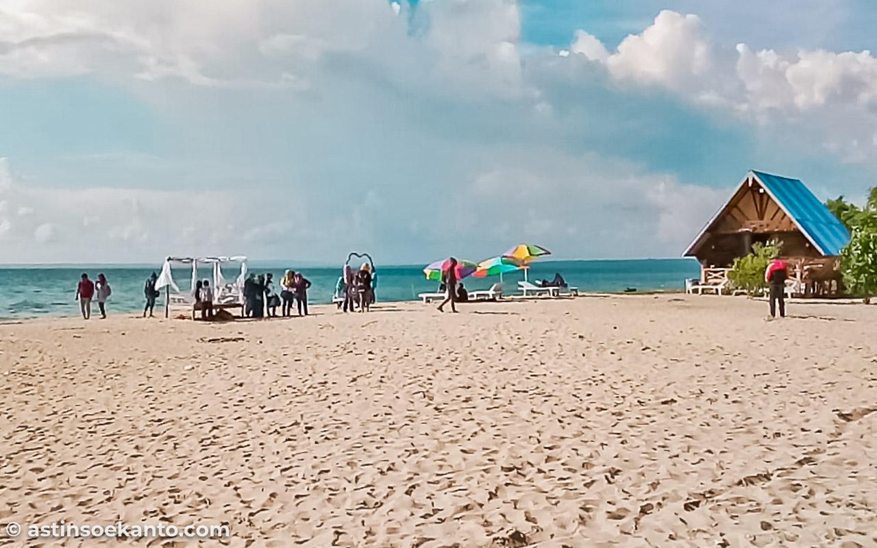 Pantai Pasir Putih Gili Genting