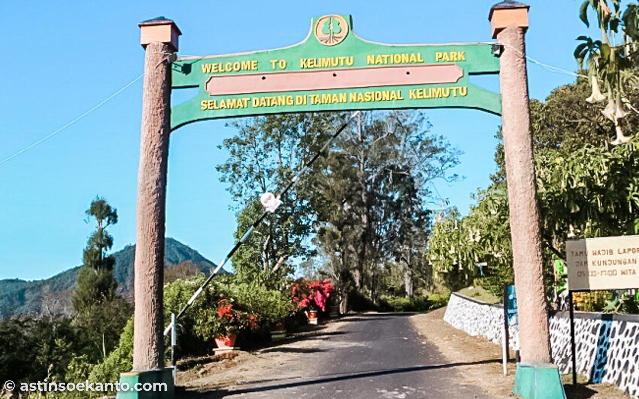 Parkiran Taman Nasional Kelimutu