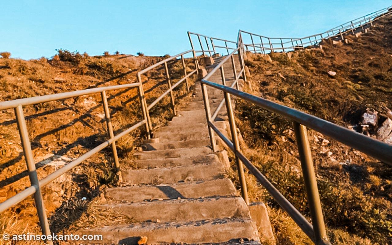 Pendakian Gunung Kelimutu Flores