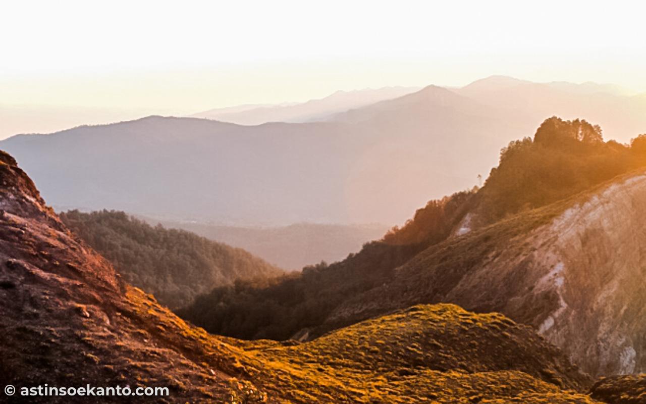 Pemandangan di Gunung Kelimutu Flores