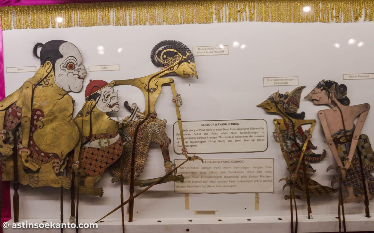 Adegan Wayang Gedhog di Museum Radya Pustaka