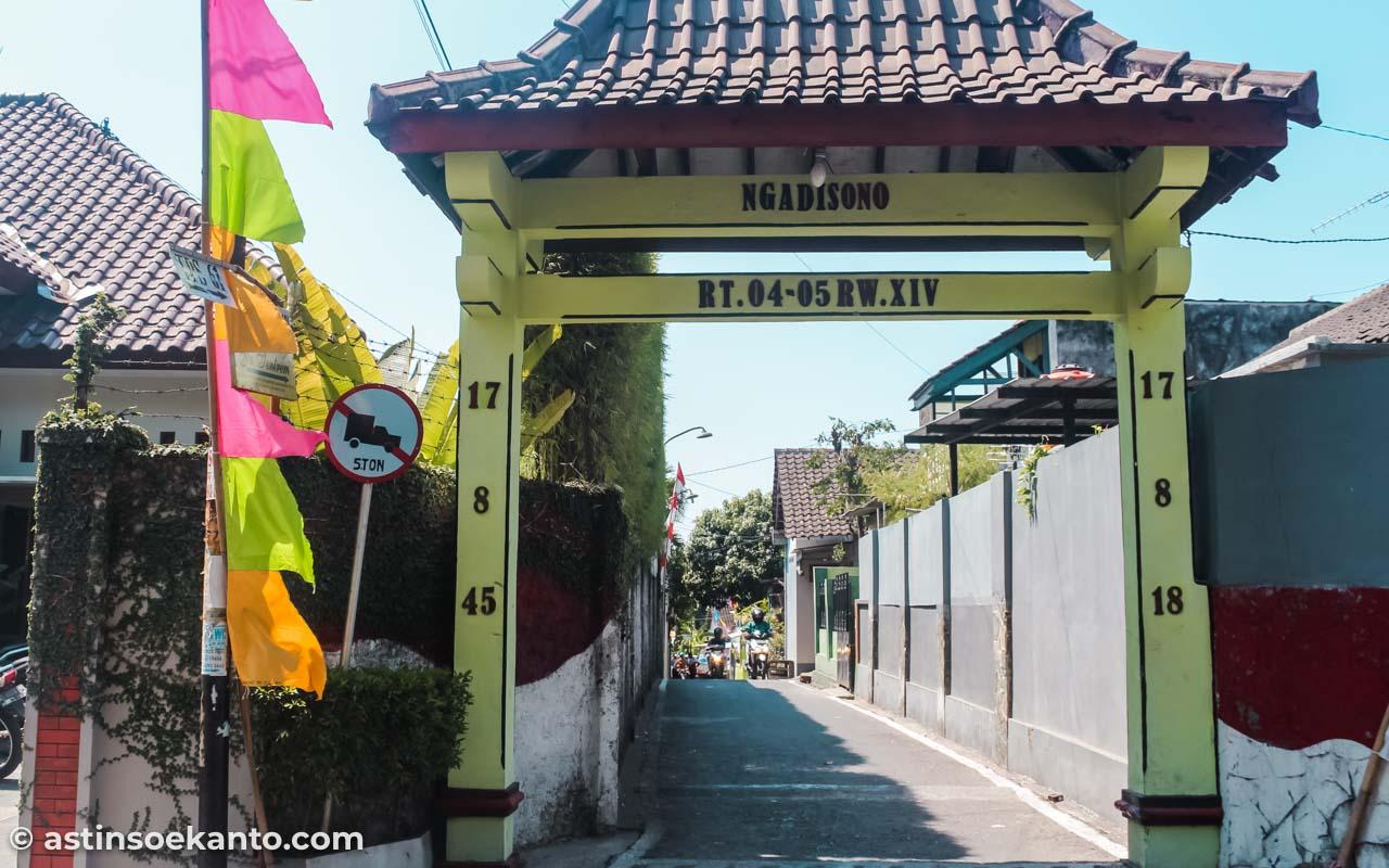 Gang Ngadisono, lokasi Warung Tengkleng Yu Tentrem Solo