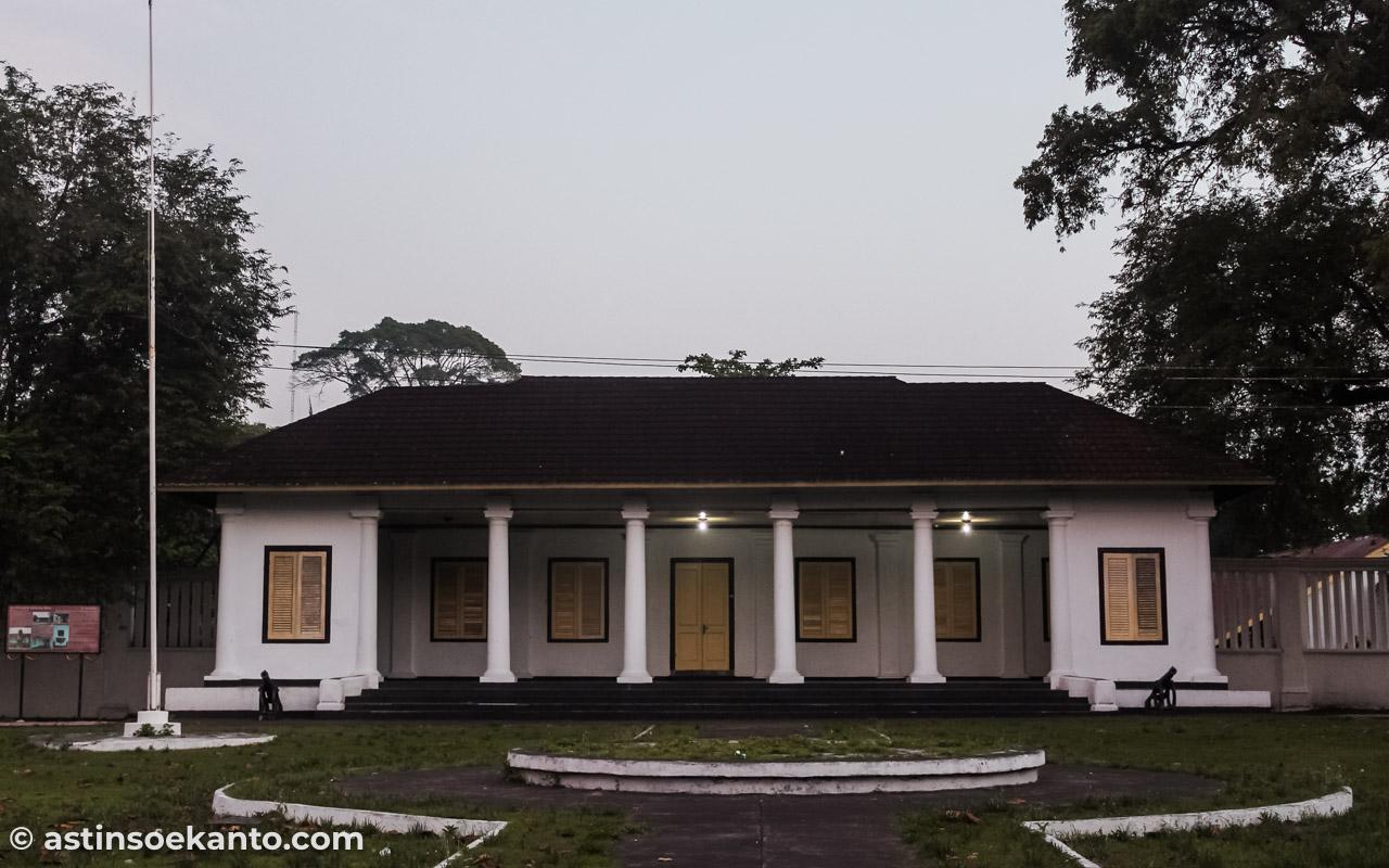 Istana Mini Banda Neira. Dulu perekonomian Belanda dikelola dari sini