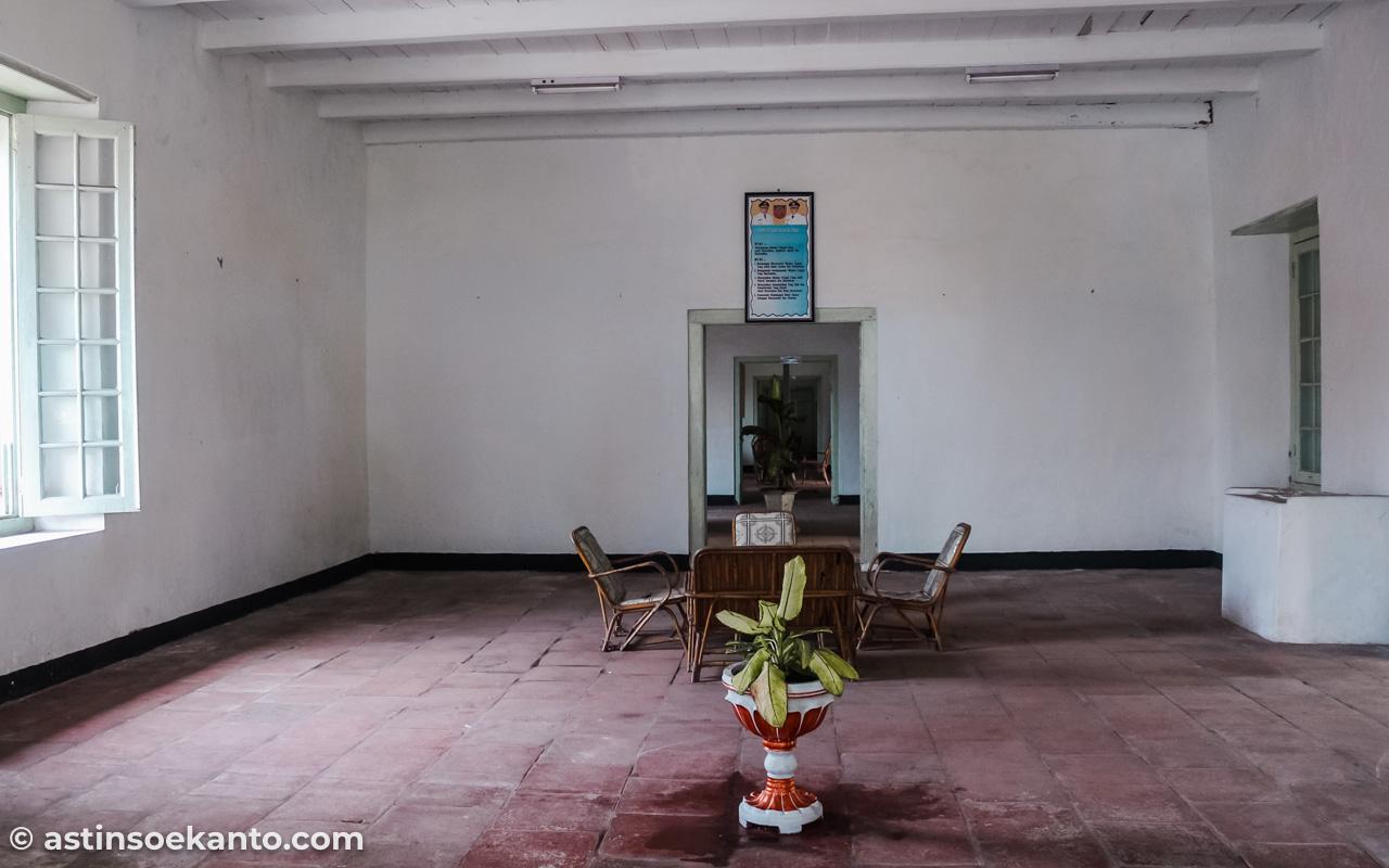 Salah satu ruangan di kawasan Istana Mini. Cenderung kosong tanpa isi.