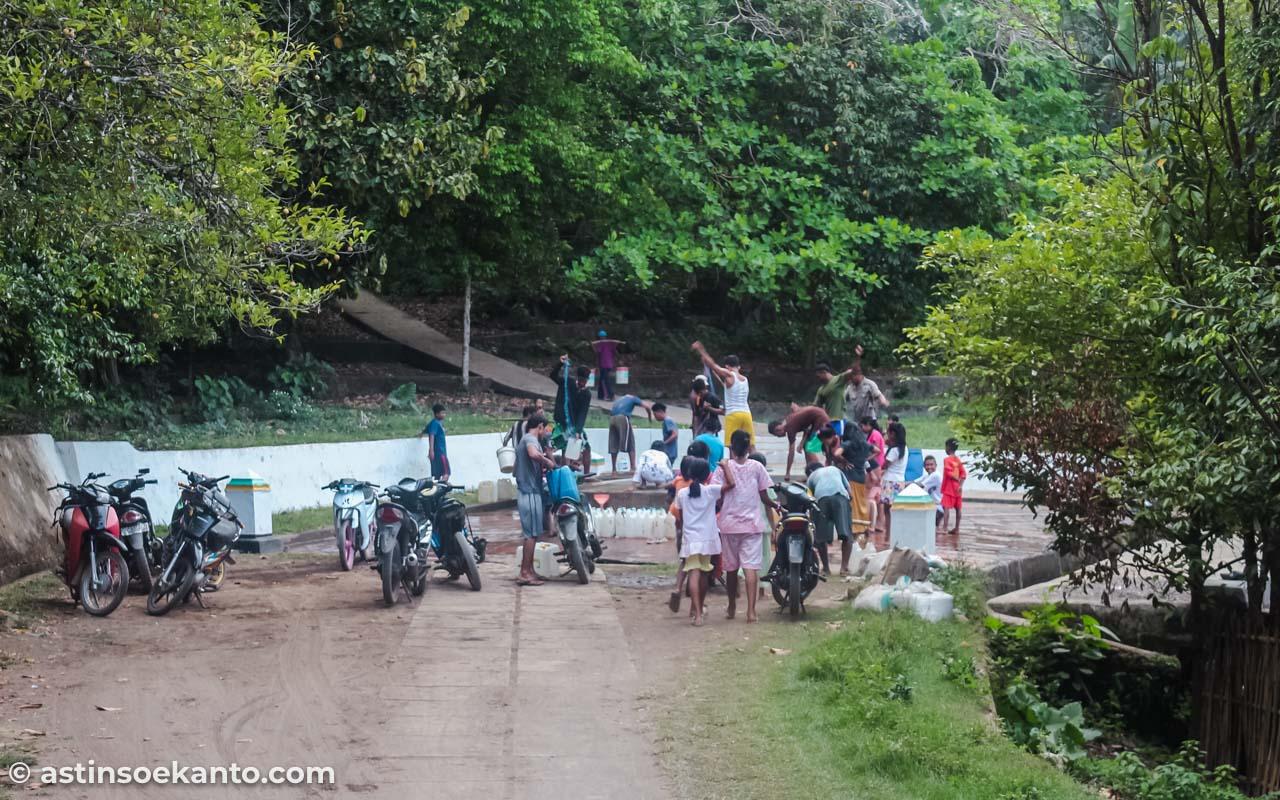 Perigi Keramat tempat warga Desa Lonthoir mengambil air tawar
