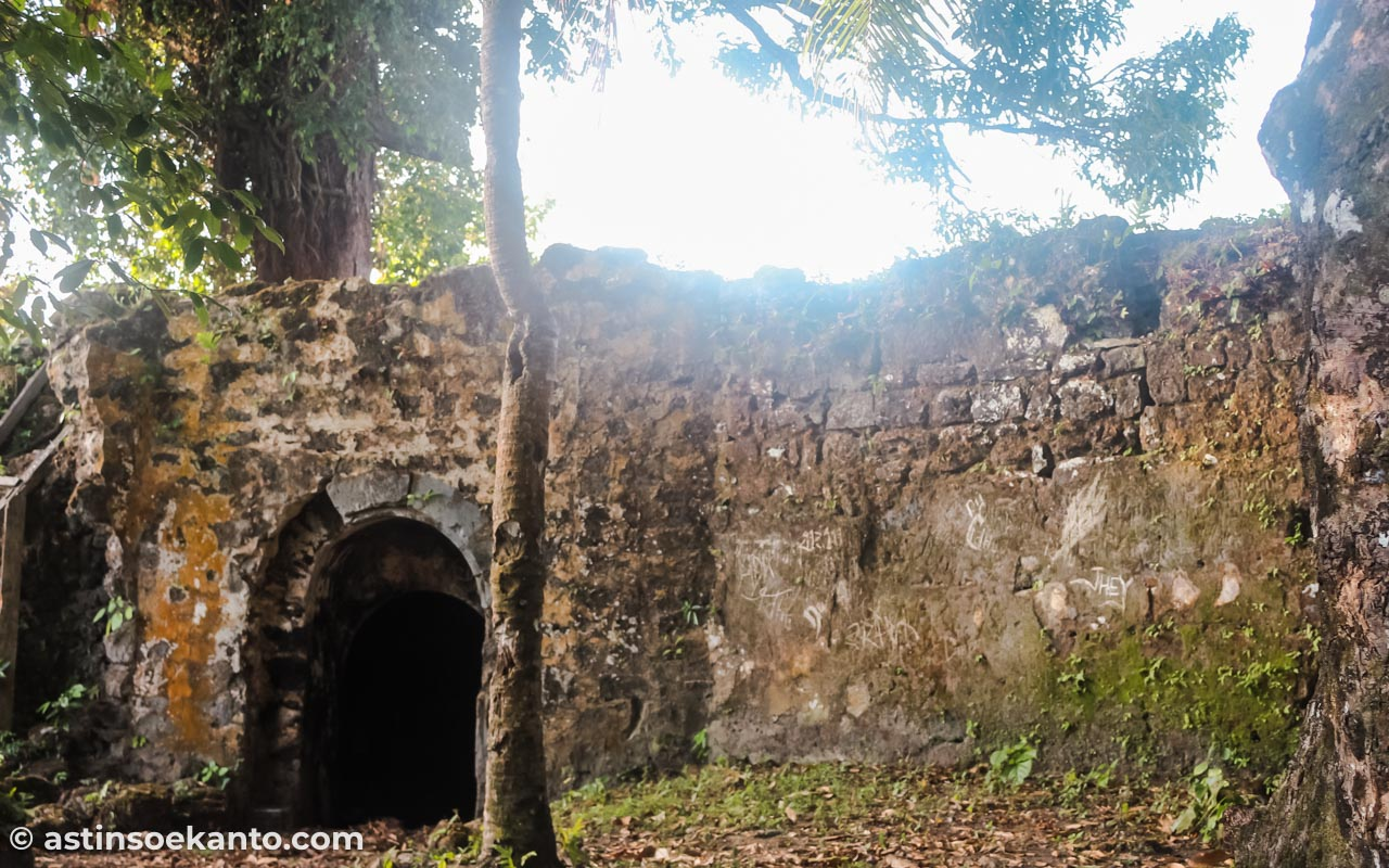 Benteng Hollandia di Desa Lonthoir yang tinggal puing-puing