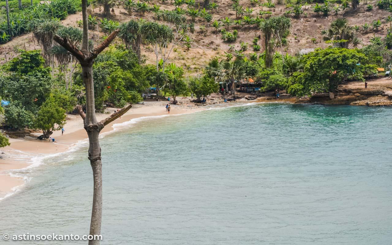Keindahan Pantai Coro dari atas bukit