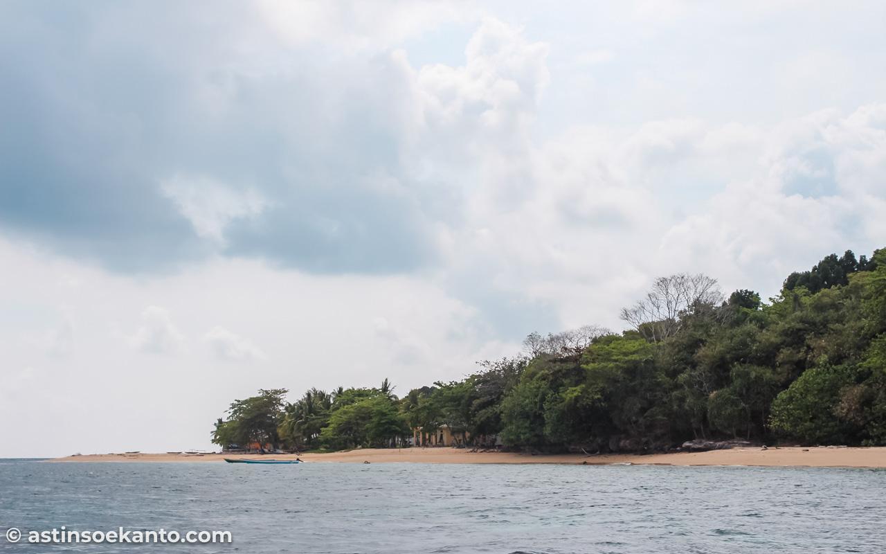 Pulau Hatta tampak dari kejauhan