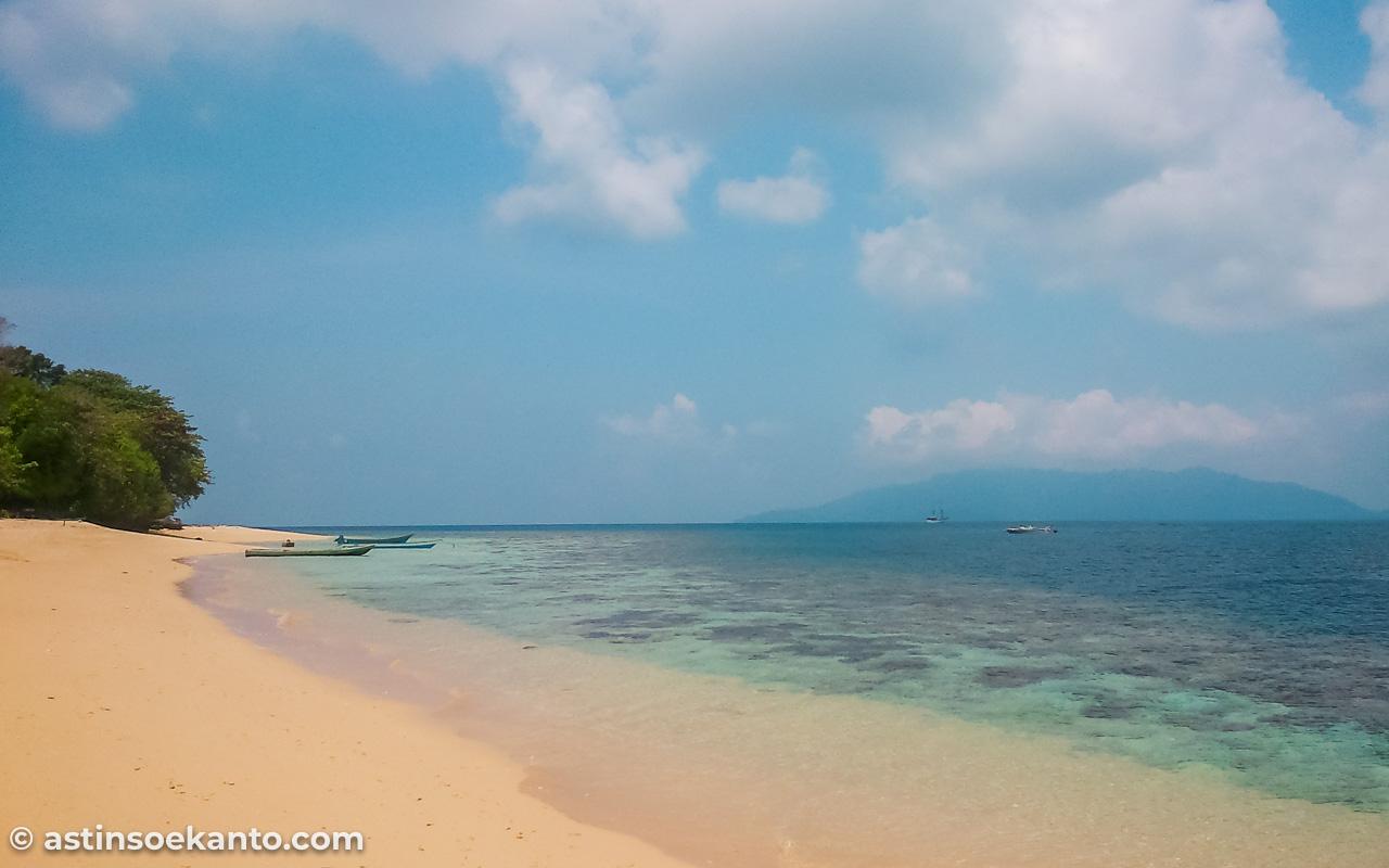 Pesona keindahan Pulau Hatta