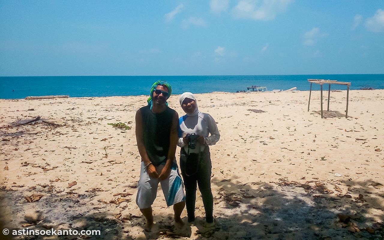 Teman-teman saya saat menyelami keindahan bawah laut Pulau Hatta