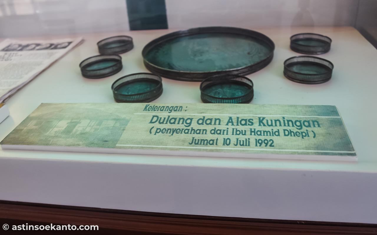 Dulang & Alas Kuningan salah satu koleksi di Rumah Pengasingan Bung Karno Ende