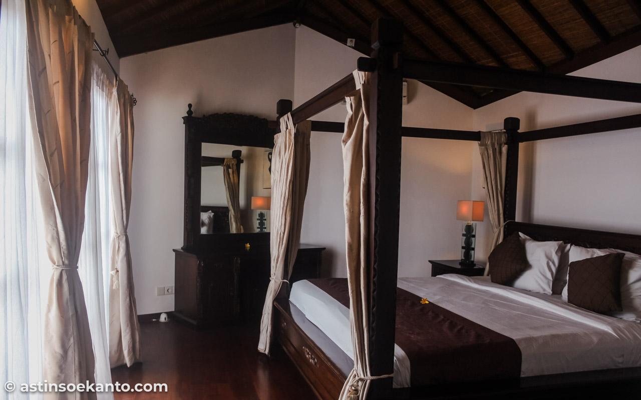 Kamar tidur dari bangunan utama Villa Origami