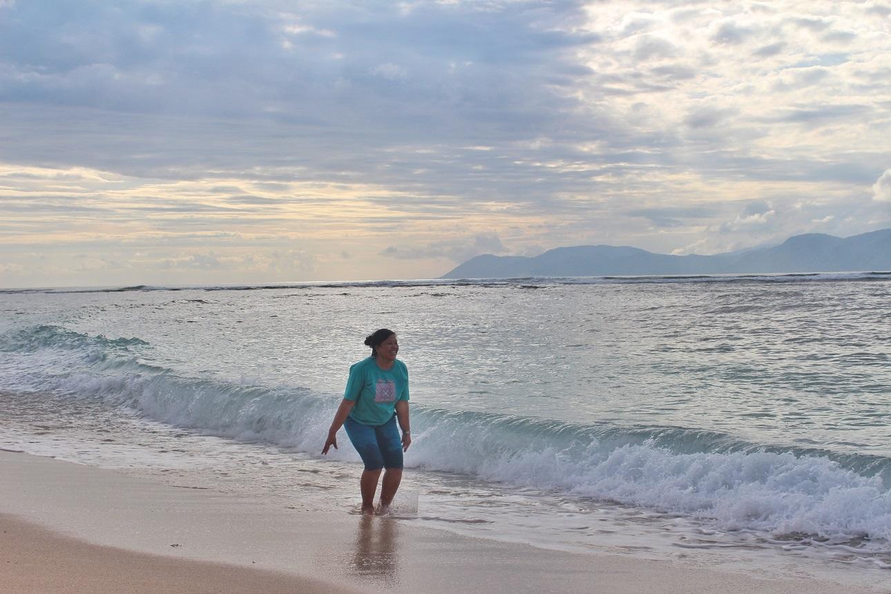 Mencicip Ombak Lakey Beach